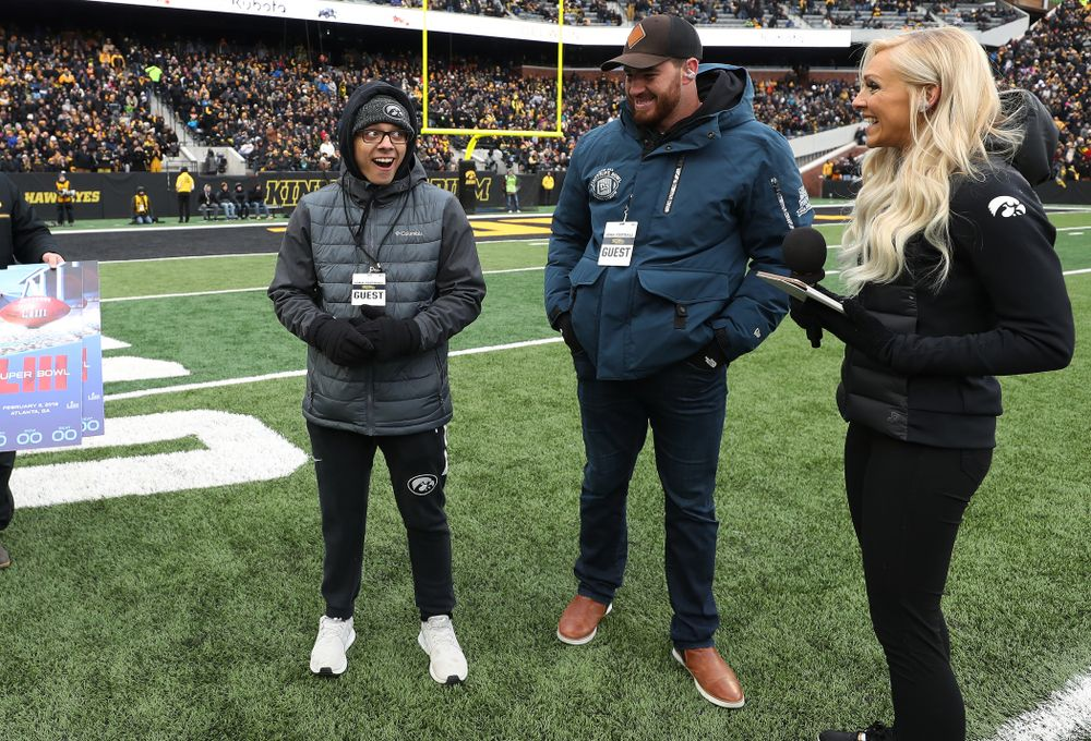 Former Hawkeye linebacker and current Denver Bronco Josey Jewel surprises former Kid Captain  Parker Kress of Bettendorf with Super Bowl tickets during the Iowa Hawkeyes game against the Northwestern Wildcats Saturday, November 10, 2018 at Kinnick Stadium. (Brian Ray/hawkeyesports.com)