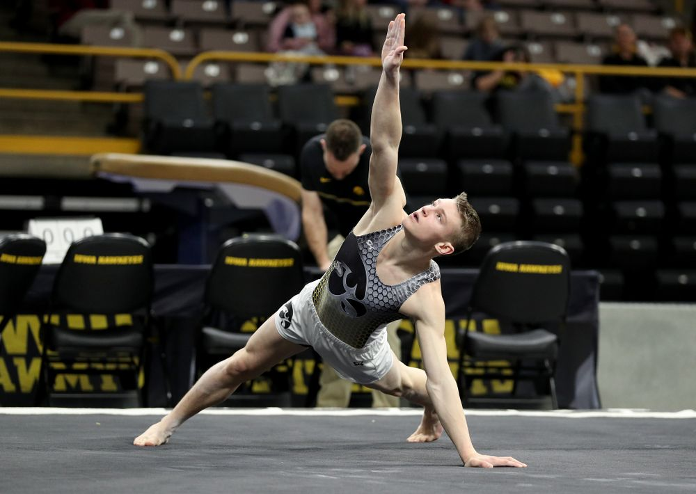 Iowa's Carter Tope competes on the floor against UIC and Minnesota Saturday, February 1, 2020 at Carver-Hawkeye Arena. (Brian Ray/hawkeyesports.com)