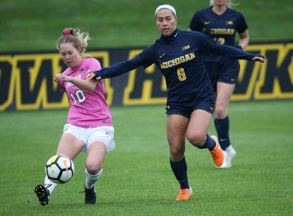 Iowa Hawkeyes midfielder Natalie Winters (10) passes the ball during a game against Michigan at the Iowa Soccer Complex on October 14, 2018. (Tork Mason/hawkeyesports.com)
