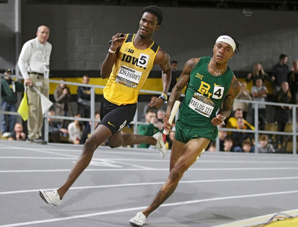 Iowa's Wayne Lawrence Jr. runs the men's 1600 meter relay premier event during the Larry Wieczorek Invitational at the Recreation Building in Iowa City on Saturday, January 18, 2020. (Stephen Mally/hawkeyesports.com)