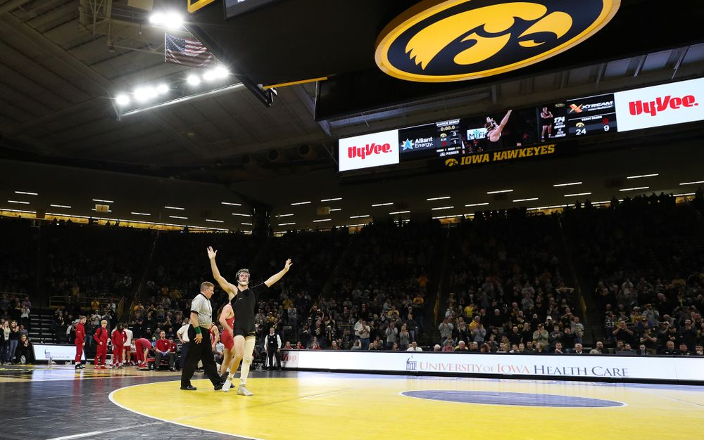 Iowa's Mitch Bowman wrestles Indiana's Jacob Covaciu at 174 pounds Friday, February 15, 2019 at Carver-Hawkeye Arena. (Brian Ray/hawkeyesports.com)
