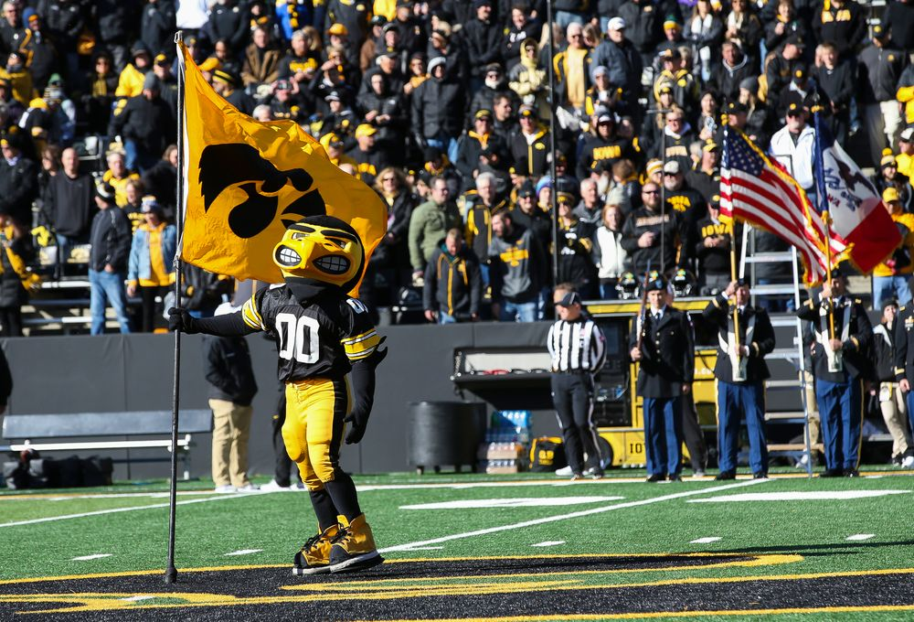 Herky the Hawk plants a flag at midfield before a game against Maryland at Kinnick Stadium on October 20, 2018. (Tork Mason/hawkeyesports.com)