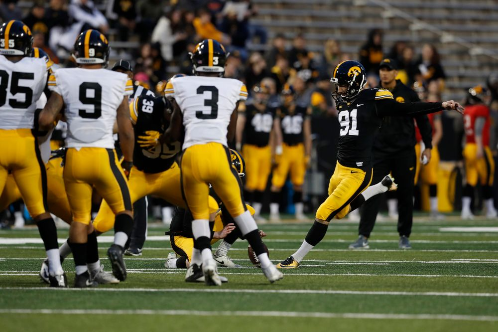 Iowa Hawkeyes place kicker Miguel Recinos (91) during their final spring practice Friday, April 20, 2018 at Kinnick Stadium. (Brian Ray/hawkeyesports.com)