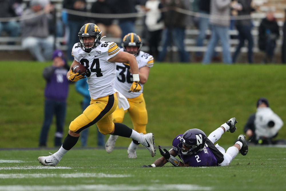 Iowa Hawkeyes tight end Sam LaPorta (84) makes a catch for a first down against the Northwestern Wildcats Saturday, October 26, 2019 at Ryan Field in Evanston, Ill. (Brian Ray/hawkeyesports.com)