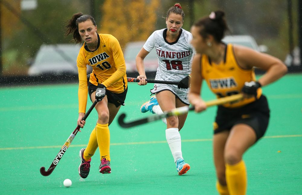 Iowa Hawkeyes defender Isabella Brown (10) dribbles during a game against Stanford at Grant Field on October 7, 2018. (Tork Mason/hawkeyesports.com)