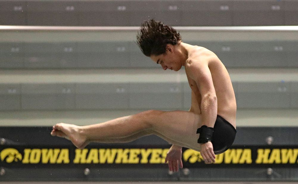 Iowa's Michael Huebner competes in the men's 1 meter diving event during their meet against Michigan State at the Campus Recreation and Wellness Center in Iowa City on Thursday, Oct 3, 2019. (Stephen Mally/hawkeyesports.com)