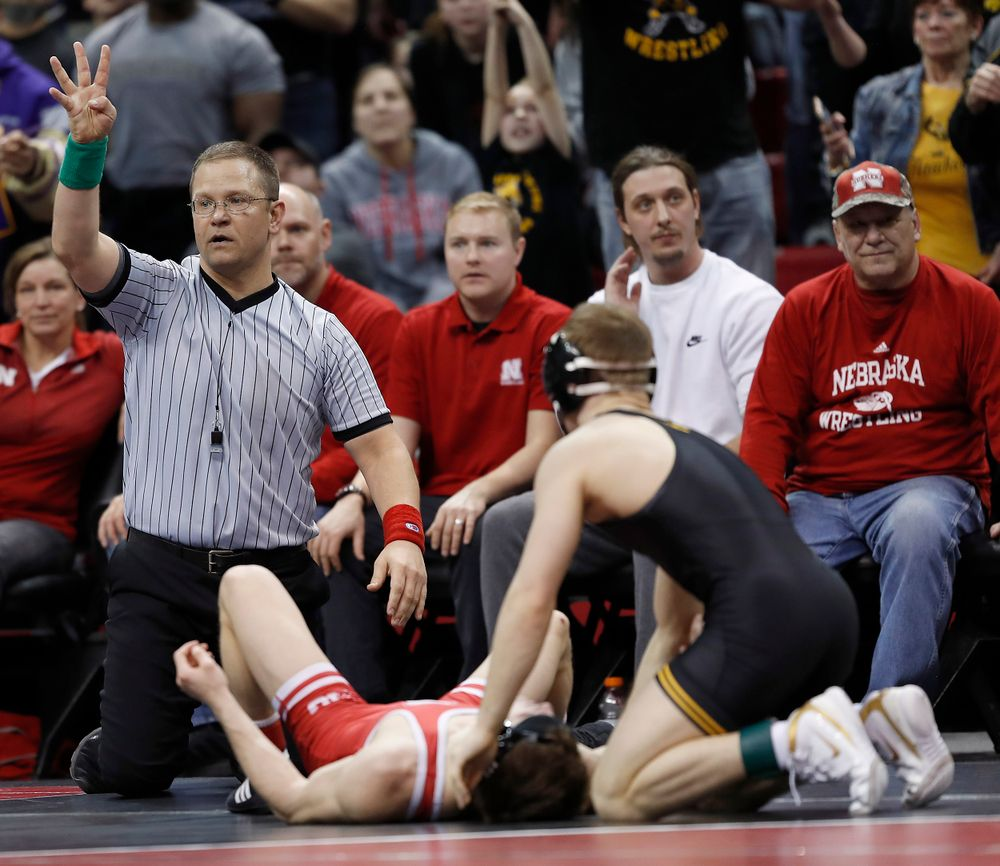 Four nearfall points for Spencer Lee