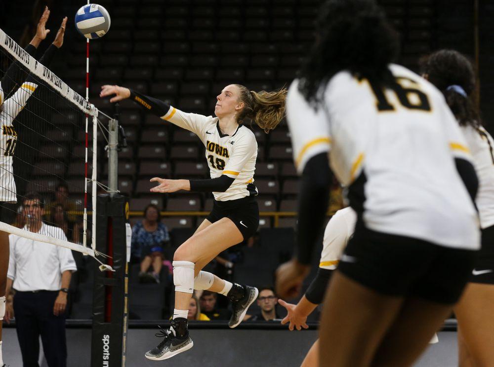 Iowa Hawkeyes middle blocker Hannah Clayton (18)