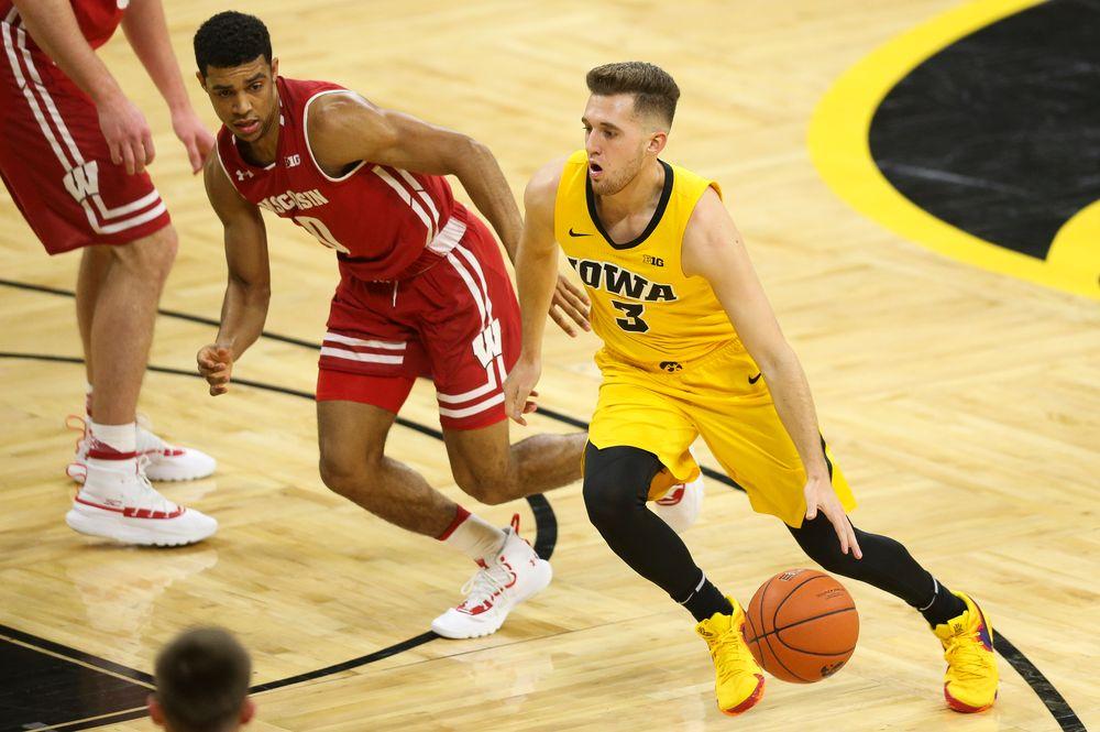 Iowa Hawkeyes guard Jordan Bohannon (3) drives to the basket against Wisconsin on November 30, 2018 at Carver-Hawkeye Arena. (Tork Mason/hawkeyesports.com)