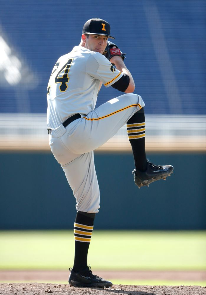 Iowa Hawkeyes pitcher Nick Allgeyer (24) against the Michigan Wolverines in the first round of the Big Ten Baseball Tournament  Wednesday, May 23, 2018 at TD Ameritrade Park in Omaha, Neb. (Brian Ray/hawkeyesports.com)