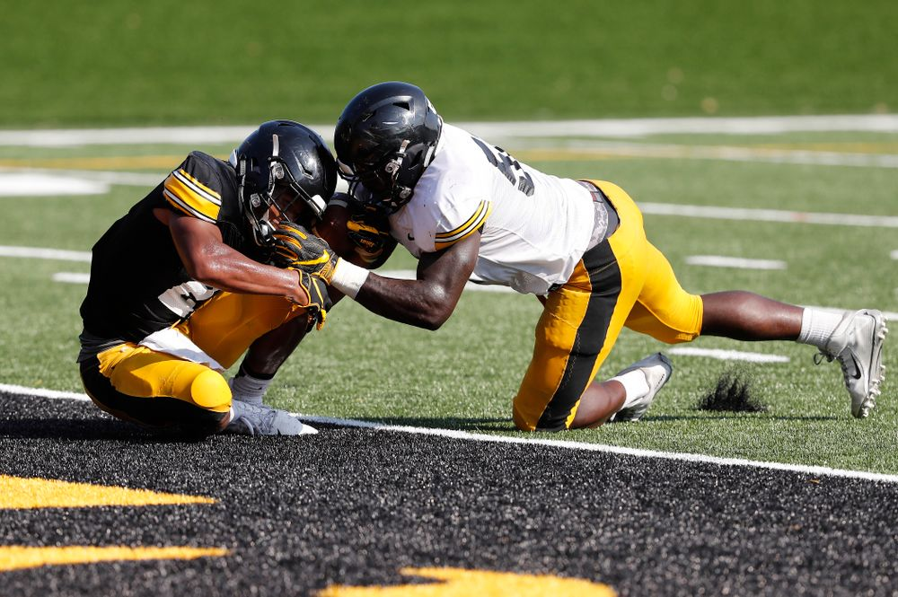 Iowa Hawkeyes running back Ivory Kelly-Martin (21) and linebacker Amani Jones (52) during camp practice No. 17 Wednesday, August 22, 2018 at the Kenyon Football Practice Facility. (Brian Ray/hawkeyesports.com)