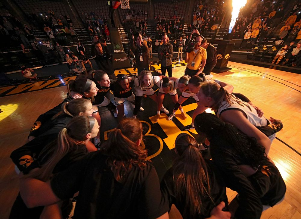 The Hawkeyes huddle before the start of their game at Carver-Hawkeye Arena in Iowa City on Sunday, January 12, 2020. (Stephen Mally/hawkeyesports.com)