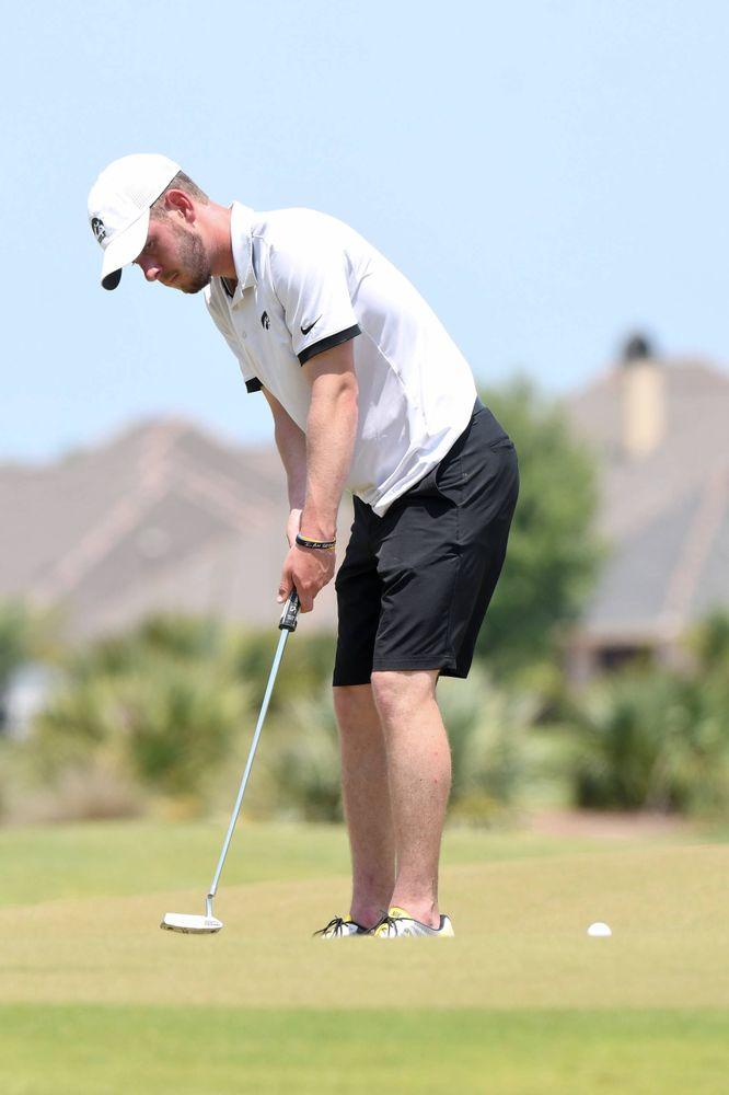 Senior Raymond Knoll competes in the first round of the NCAA Men's Golf Regional. (Photo:SE Sports Media/Sideline Sports).
