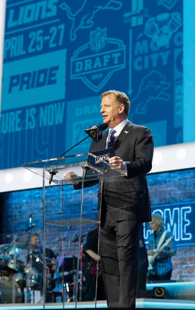 Roger Goodell makes the first pick for the Detroit Lions