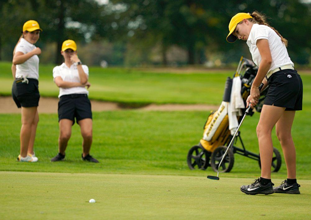 Iowa's Jacquelyn Galloway sinks a putt during their dual against Northern Iowa at Pheasant Ridge Golf Course in Cedar Falls on Monday, Sep 2, 2019. (Stephen Mally/hawkeyesports.com)