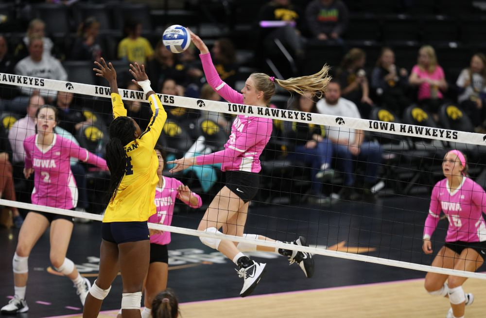 Iowa Hawkeyes middle blocker Hannah Clayton (18) against the Michigan Wolverines Friday, October 11, 2019 at Carver-Hawkeye Arena.(Brian Ray/hawkeyesports.com)